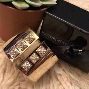 Jewelry - VS brand bracelet NWT